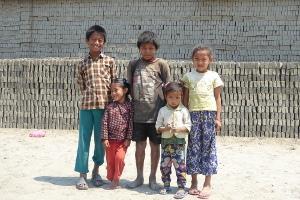 NEPAL: 5 SCUOLE NELLE FABBRICHE DI MATTONI